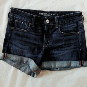 AMERICAN EAGLE MODEST SHORT SHORTS